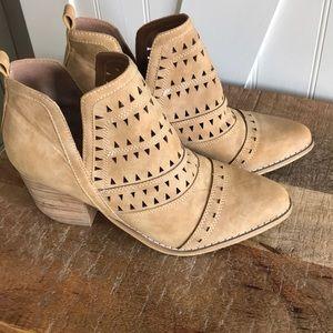 Shoes - Miim booties